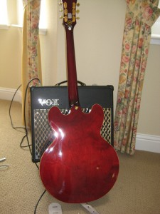 Epiphone Riviera P-93 Back and VOX VT-30