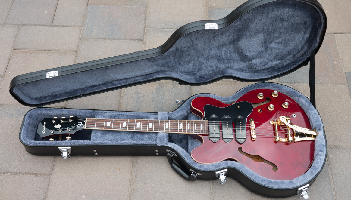 Epiphone Riviera P93 Feature